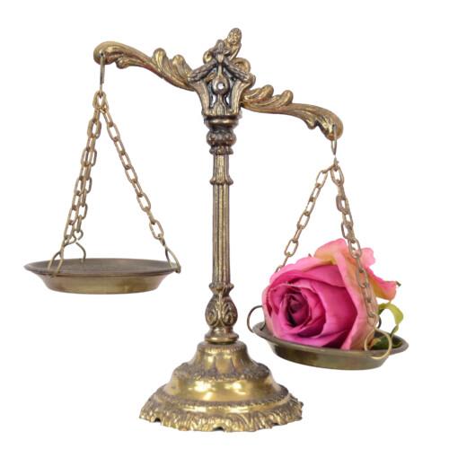 薔薇と天秤 天秤座イメージ